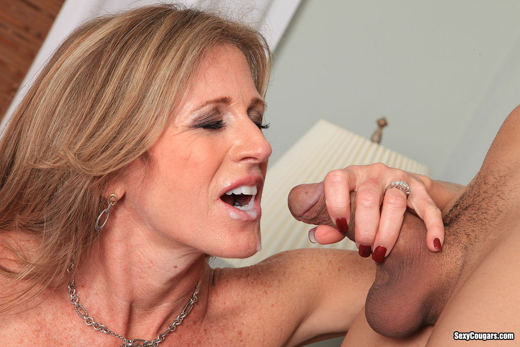 hot cougars cum in mature